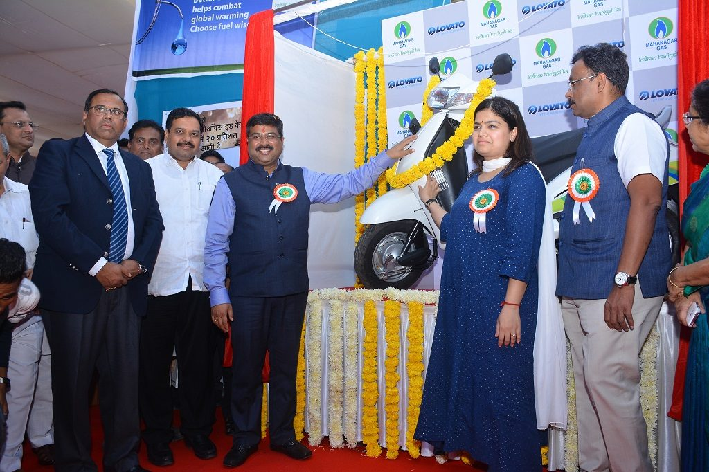 Launch-of-CNG-fueled-Two–Wheelers-1024x682