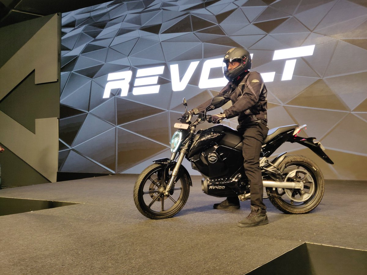 revolt rv400 bike